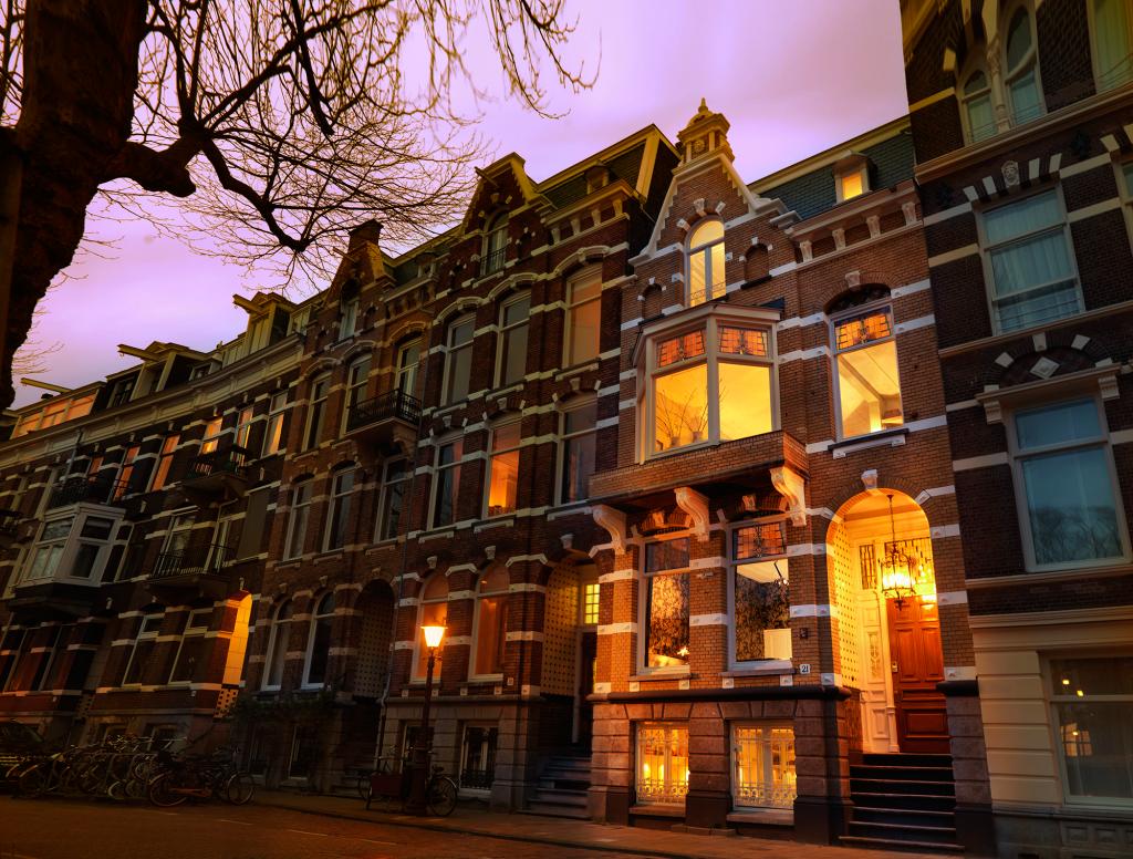 Villa Nicola Amsterdam - Prime location in the bustling heart of ...